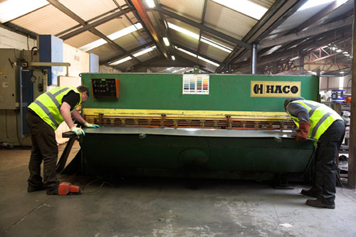 Cutting Steel Sheet for Flashings_Haco Guillotine
